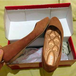 Reprice Fladeo Brown Flat Shoes