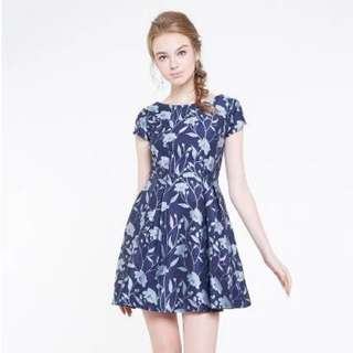 (BNIB) *INTQ LABEL* TRIS JACQUARED CAPSLEEVE DRESS IN BLUE – Size M