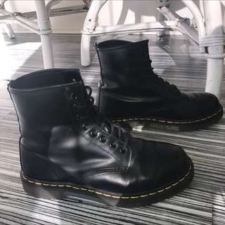 Doc Martin 6 Eye Smooth Boots