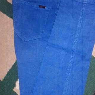 Celana warna Biru