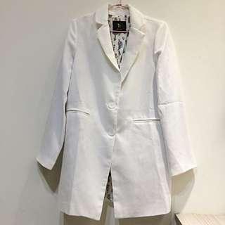 時尚白大衣