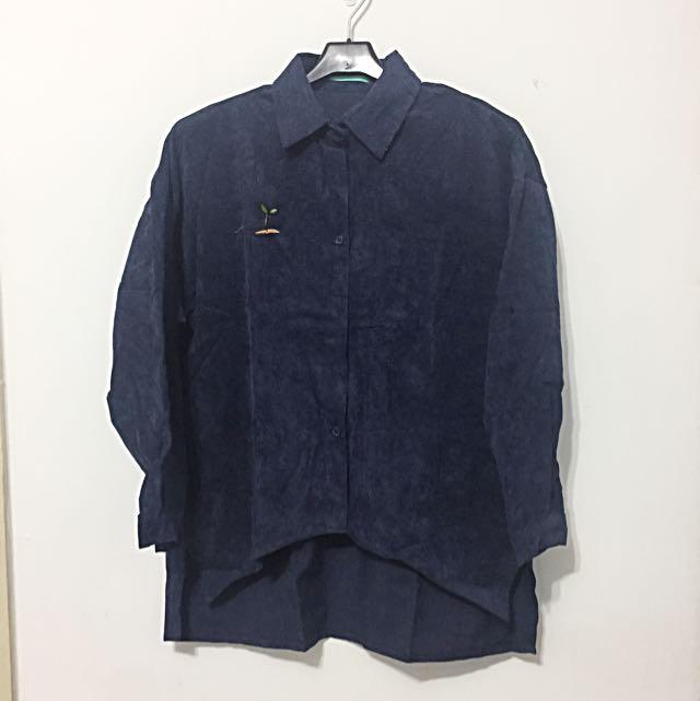 深藍色絨布前短後長襯衫