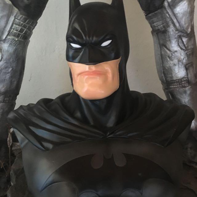 BATMAN STATUE (BUST)
