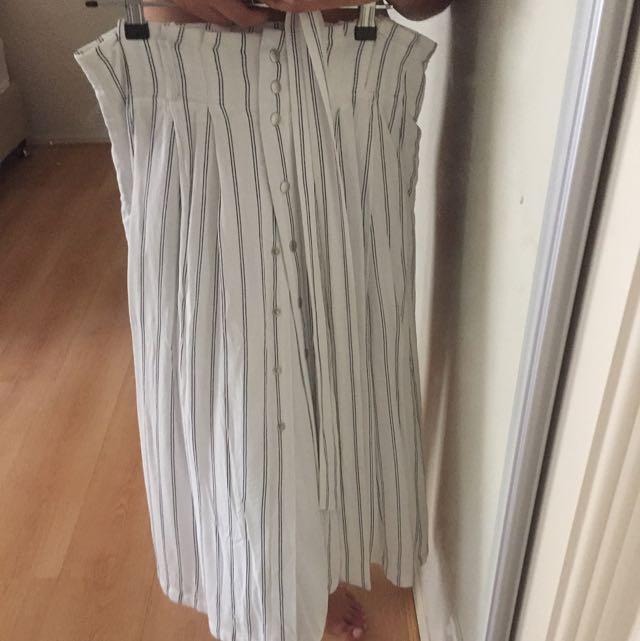 Forever New maxi skirt SIZE 8