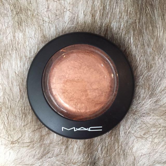 Mac Mineralize Skin Finish In Cheeky Bronze