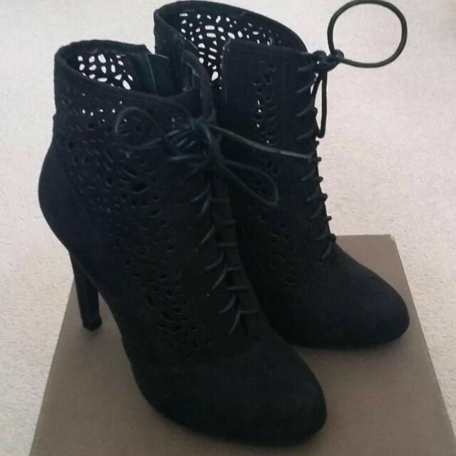Novo Heels Size 38
