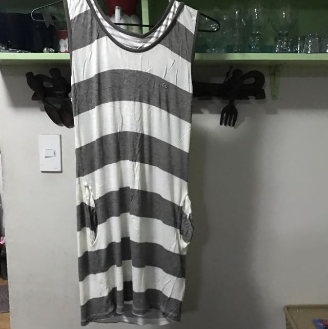 Sketchers Dress With Pockets And Hoodie