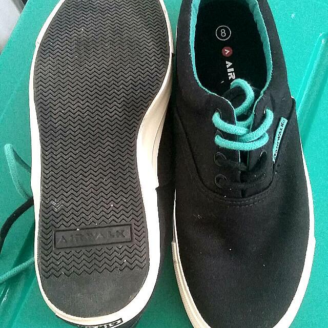Sneakers Sepatu Airwalk Hitam Duo-coloured Laces (Free Ongkir Ke JABODETABEK)