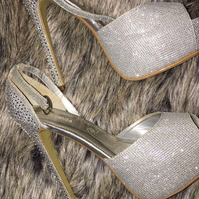 sparkly 6 Inch heels ! ✨