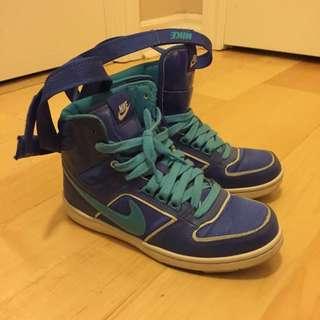Nike Women Shoes Us 7