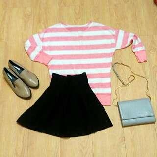 粉色上衣+黑色傘狀裙+踝靴