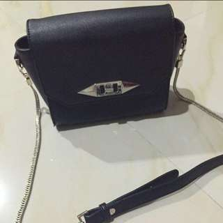 (BOOKED) Tas Charles And Keith