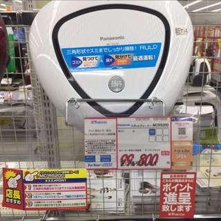 最新款賠售特價全新未拆正品三小型楔形RULO掃地機器人MC-RS200 Panasonic 掃地機器人,最新款!!