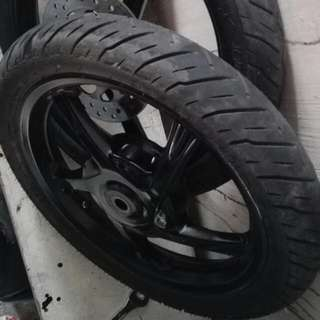 MIO I 125 stock Mags And Tires