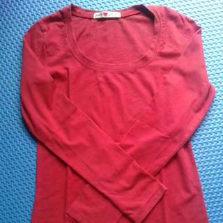 kaos merah preloved