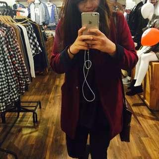 酒紅色女西裝外套