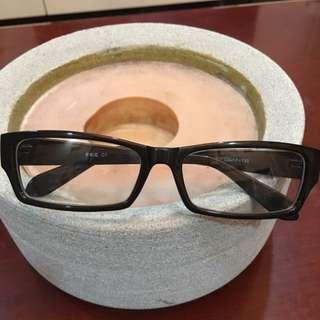 黑色鏡片膠框眼鏡