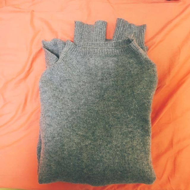 灰色立領軟毛毛衣