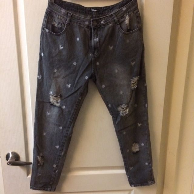 水洗色黑破損牛仔褲
