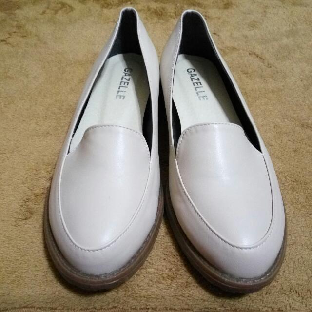 杏色低跟美鞋