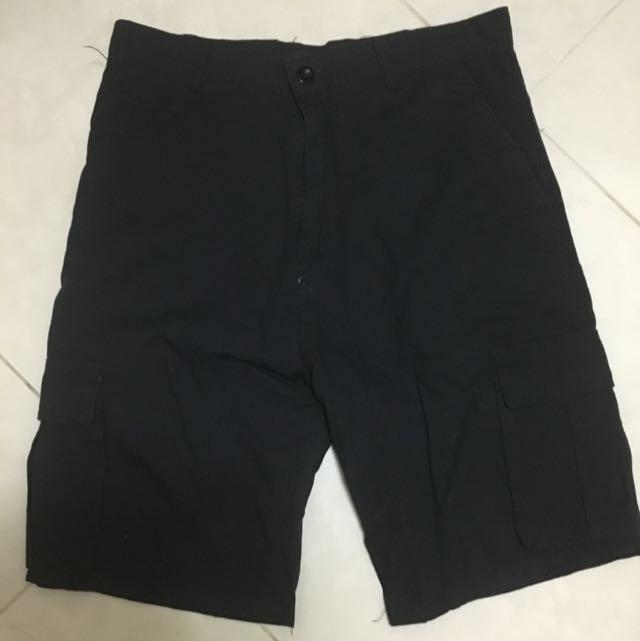 男生黑色休閒口袋短褲