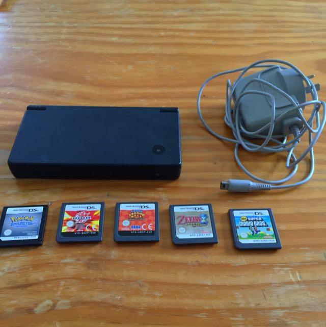 Black Nintendo DSI + Charger + 5 games