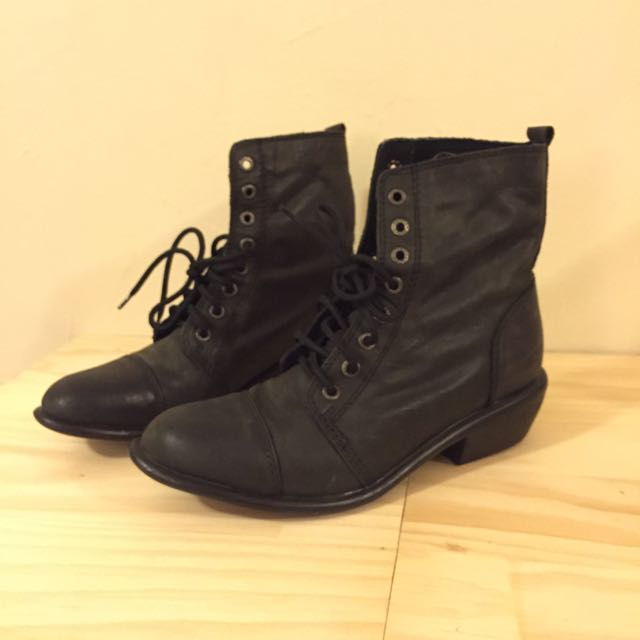 Brand New Roc territory Boots Size 8