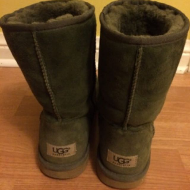Classic Ugg Australia Boots - Size 8