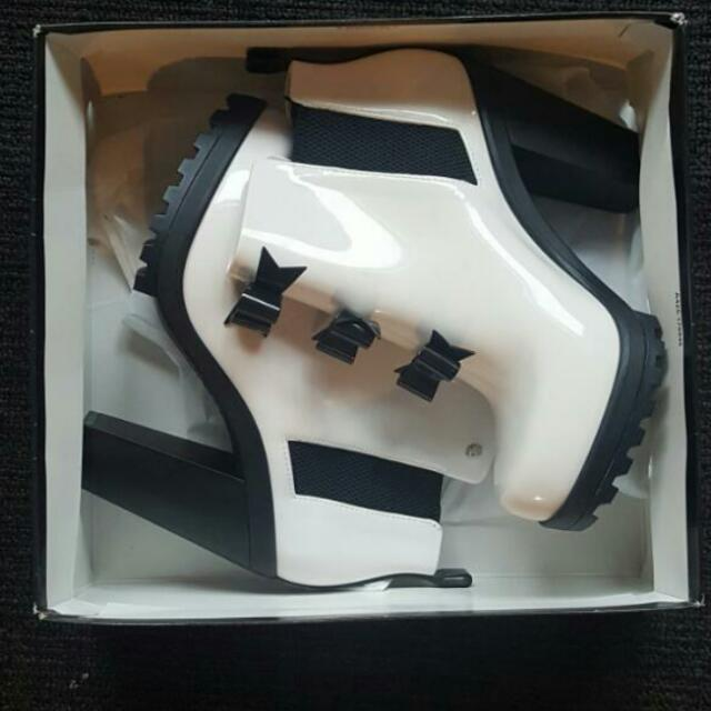 KARL LAGERFELD x Melissa Winter Solider Boots ( NEED GONE SOON!)