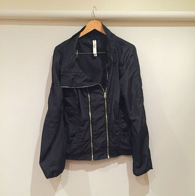 LORNA JANE LIFE BLACK RUNNING LIFESTYLE JACKET WITH DOUBLE ZIPS AND MESH INSIDE