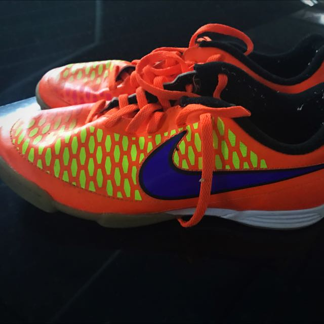 Nike Futsal Shoes Size 5y