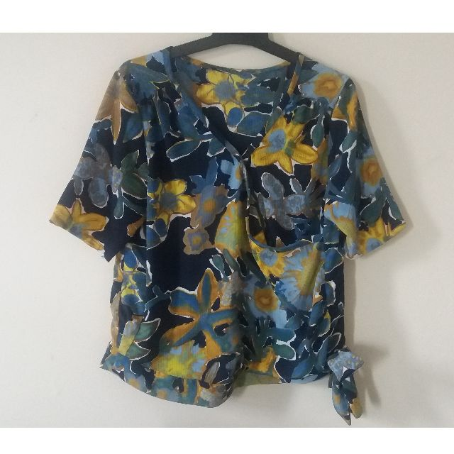 Size 10-12 Floral top
