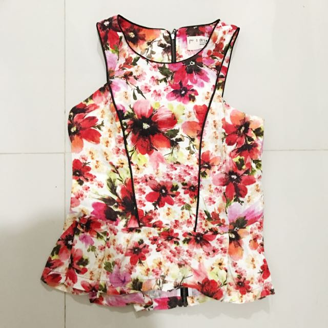 (x) S.M.L Floral Peplum Top Size S Small