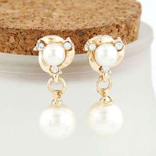 Earrings - BRAND NEW - pearl earrings