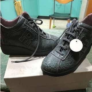 【保證真品】全新義大利知名品牌RUCO LINE舒適厚底蛇紋鐵灰色休閒鞋