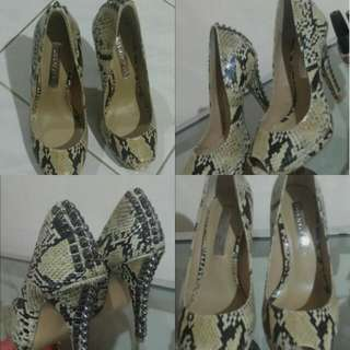BCBG MAXAZRIA Snake Leather Pump Heels 100% Authentic