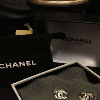 chanel ears ring