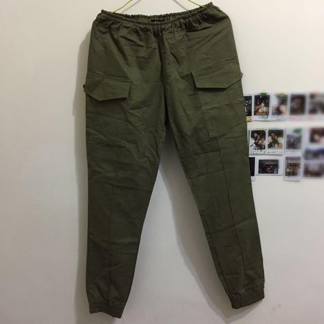 降‼️軍綠縮口褲
