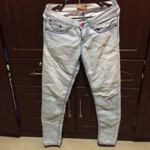 Crissa Faded Jeans