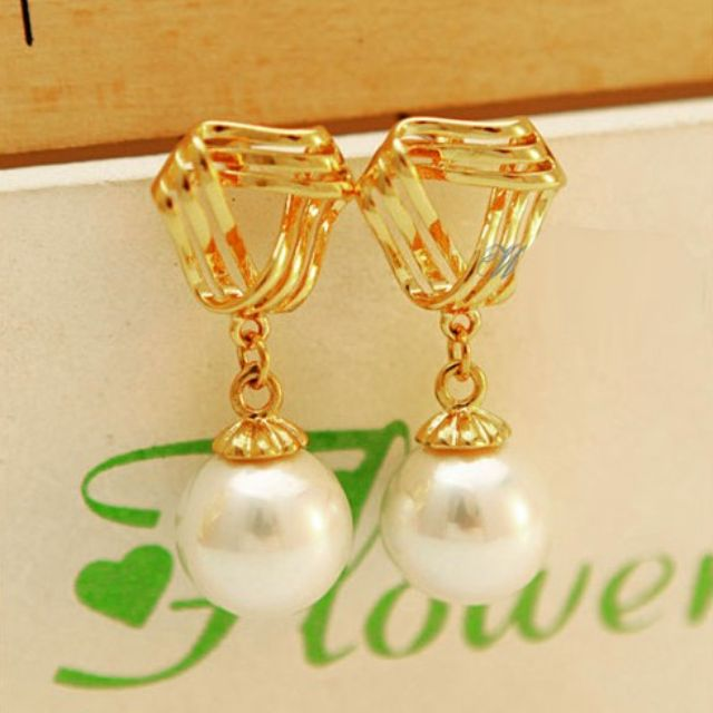 Earrings - BRAND NEW - pearl earrings