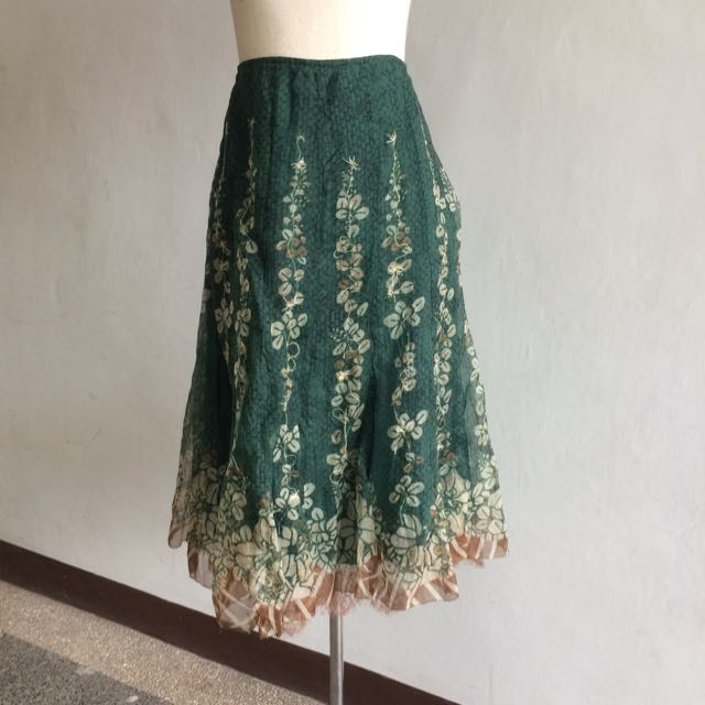 Elie Tahari Knee Length Lace And Floral Skirt