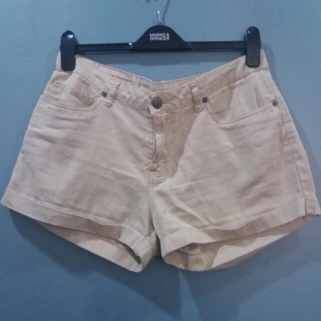 HERBENCH/ BEIGE SHORTS