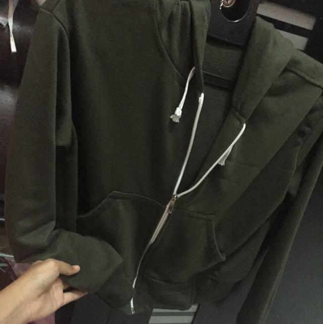 Sweater Cropte Hijau Army