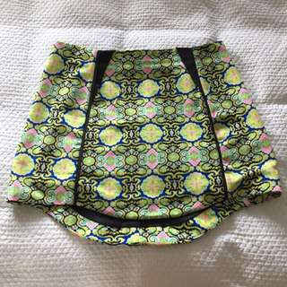 Patterned Short Pencil Skirt