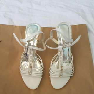 White Sandal (no Brand) size 7