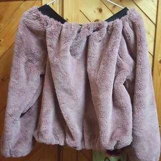 一字領藕粉色毛衣