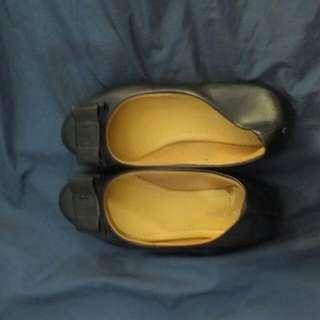 Sepatu Hitam Flat Shoes