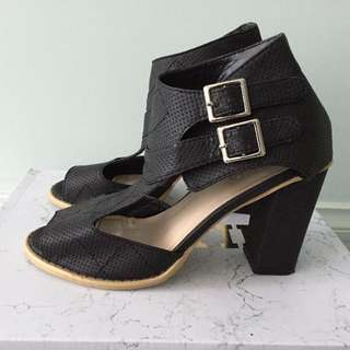 BNWOB Rubi Shoes Heels - Size 39
