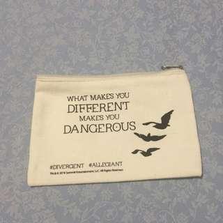 Divergent Pouch