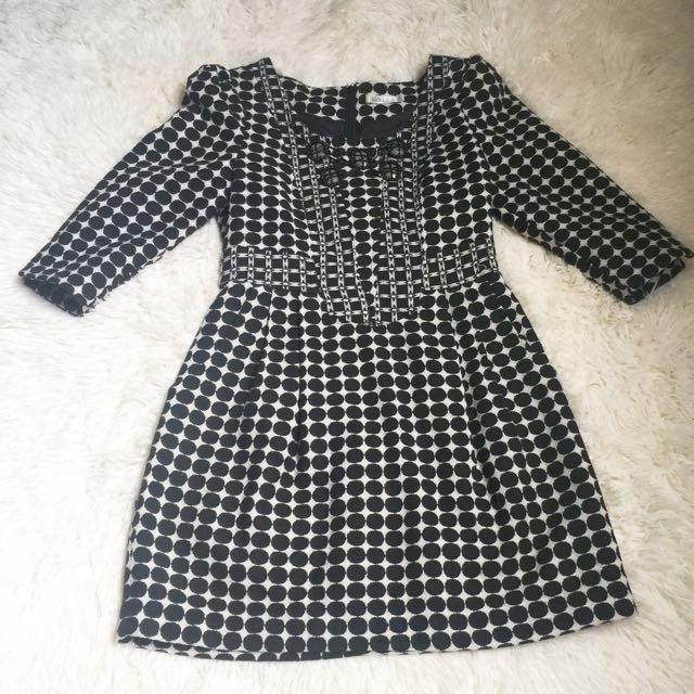 黑白點點領口寶石收腰公主風洋裝